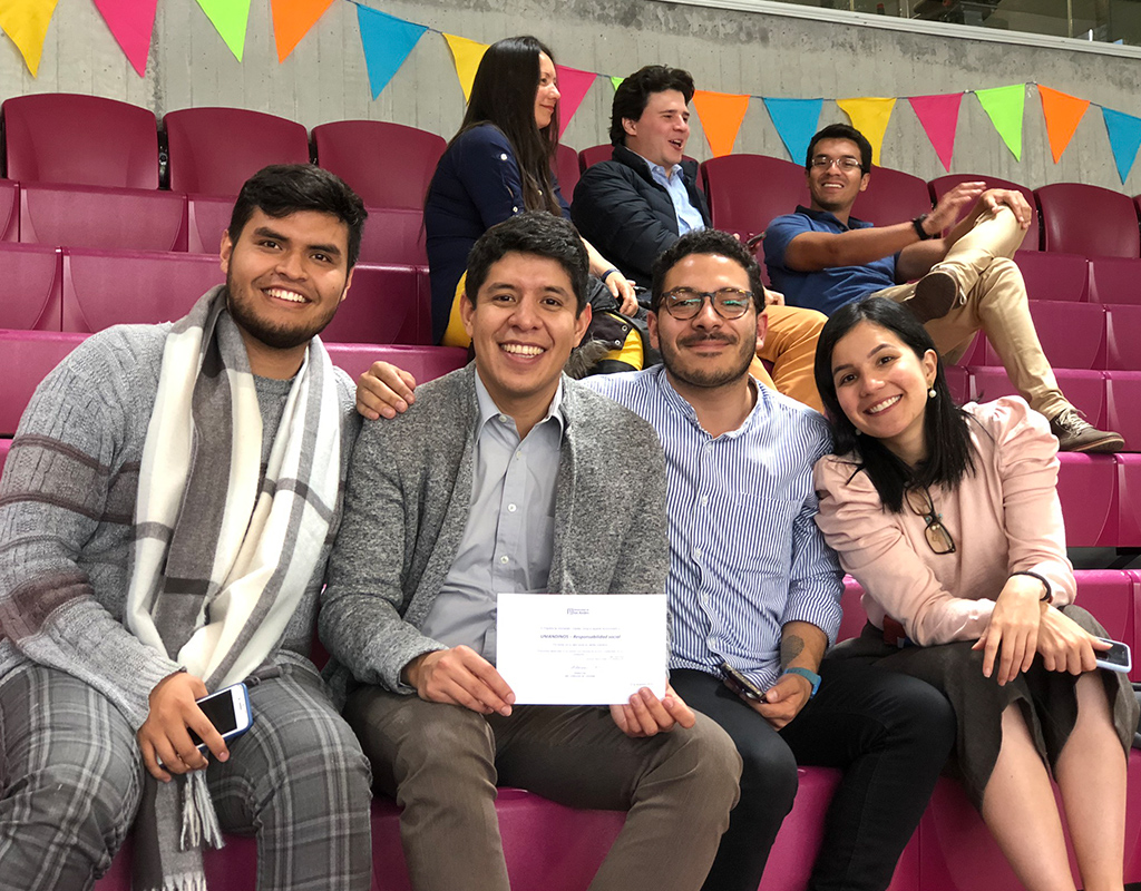 Foto plano general grupo de voluntarios uniandinos en la celebración del Día del Voluntario Uniandino 2019.