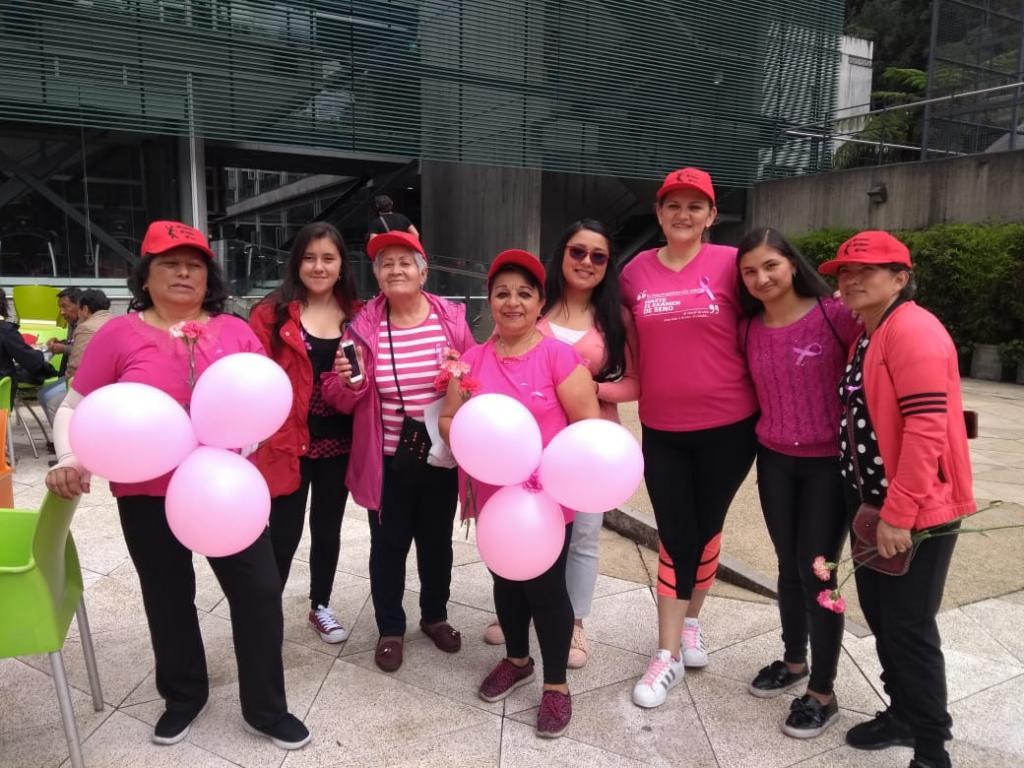 Grupo de mujeres sobrevivientes con cáncer de seno