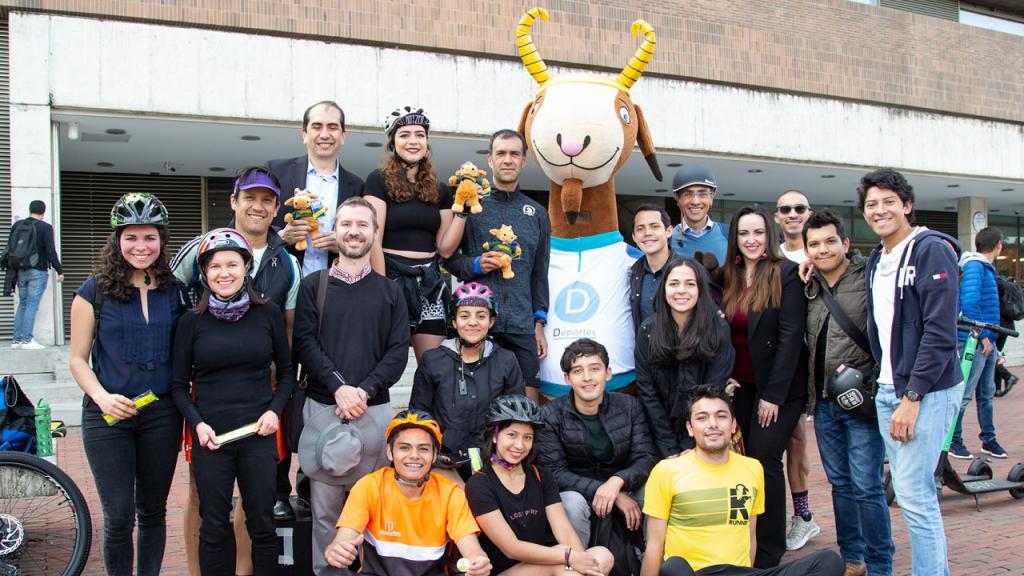 Foto de los participantes de la Carrera de Modos Uniandes