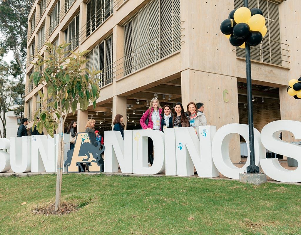 Celebración de los 25 años de graduados uniandinos (1994).