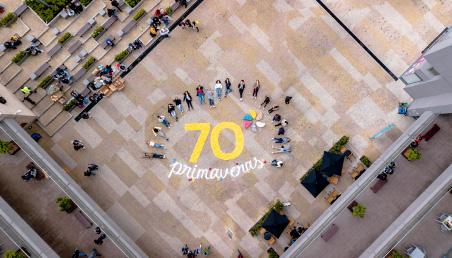 Imagen aérea de instalación tipográfica 70 años de la Universidad de los Andes
