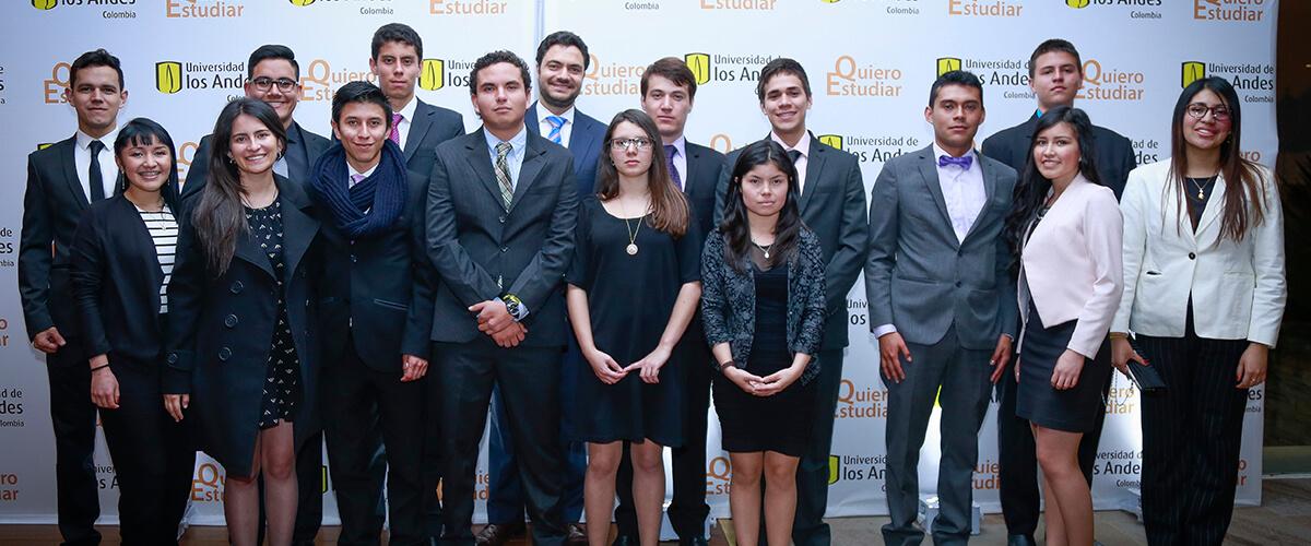 Foto grupal de Beneficiarios del programa Quiero Estudiar