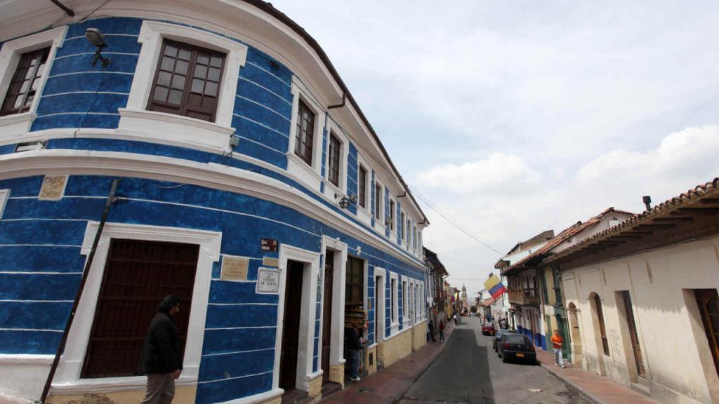 En La Candelaria, uno de los atractivos es la arquitectura representada en emblemas, zaguanes, balcones, ventanas ornamentadas.