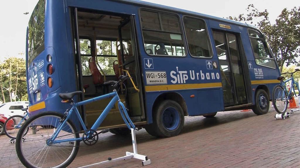 Juegos de roles en un bus SITP durante la IX Semana de la Movilidad.  Eduardo Behrentz