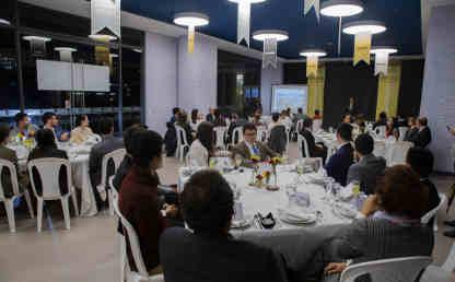Imágenes de la cena de gala entre estudiantes y directivos de la Universidad.