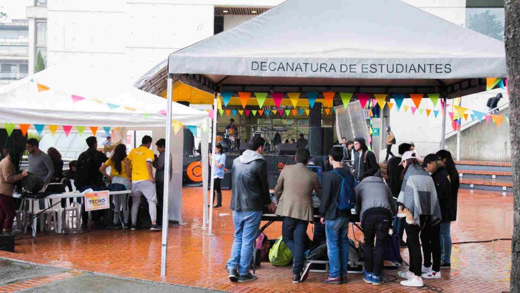 Un total de 1.400 voluntarios, organizados en diferentes grupos, hicieron posible la jornada.