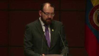 Eduardo García Suárez, graduando del Doctorado en Educación, en su discurso de grado.