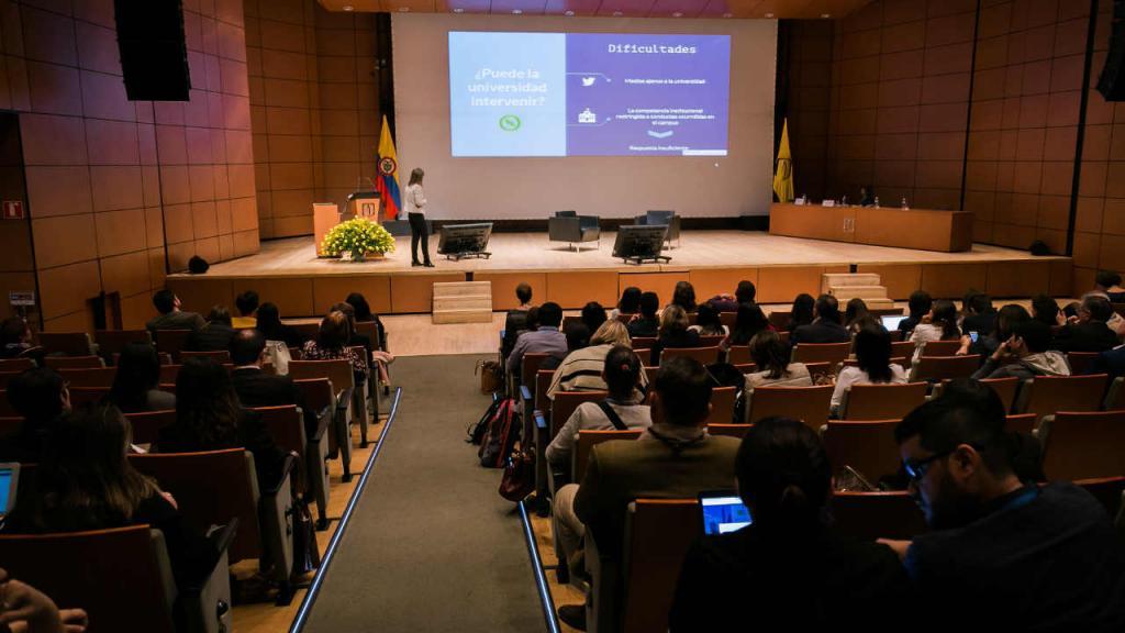 """Auditorio Mario Laserna Uniandes con público en el Primer Congreso Internacional de Asuntos Estudiantiles NASPA-LAC """"Desafíos y Sentido"""""""