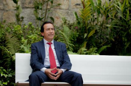 Mario Enrique Palacio, donante de Quiero Estudiar y fotógrafo de ceremonias en la Universidad de los Andes.