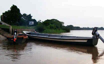 Imagen de una lancha en un río.