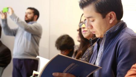 Estudiantes de Universidad de los Andes en el lanzamiento del libro El reto de la financiación.