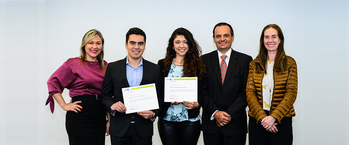 Tenaris presents the Roberto Rocca scholarship to Uniandinos students