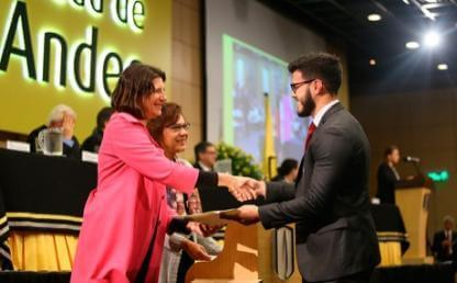 Entrega diplomas administracion economia grados pregrado 2016