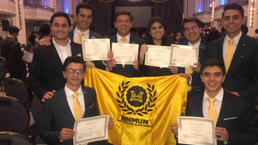 Imagen de la delegración uniandina en el modelo de la ONU de Harvard.