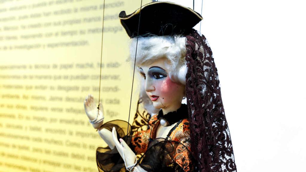 El propio Jaime Manzur construyó con sus manos 700 marionetas que son usadas en sus obras.