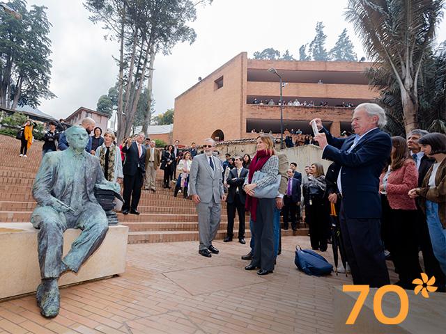 Acto de develación de la escultura de Francisco Pizano de Brigard