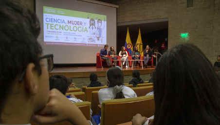 Más de 200 jóvenes entre los 8 y los 13 años escucharon a 10 conferencistas invitados, entre ellos cuatro profesores de Ingeniería, quienes acompañaron su charla con el testimonio de sus estudiantes destacadas