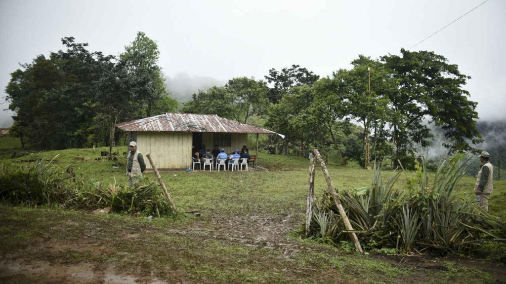 Miembros de la delegación de la ONU durante la misión de verificación en Colombia. Foto. AFP
