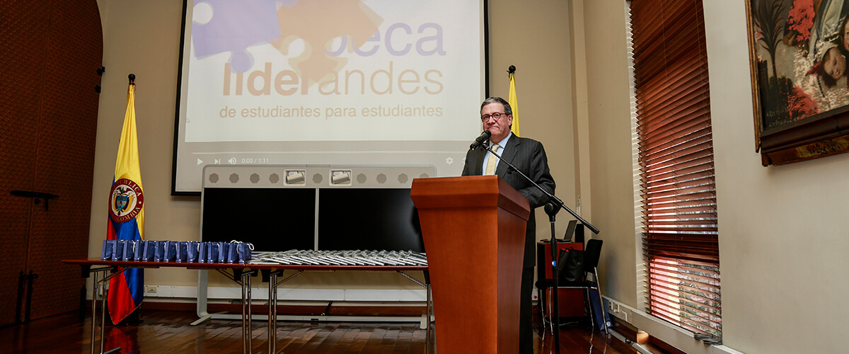 Pablo Navas thanks the ambassadors of Liderandes
