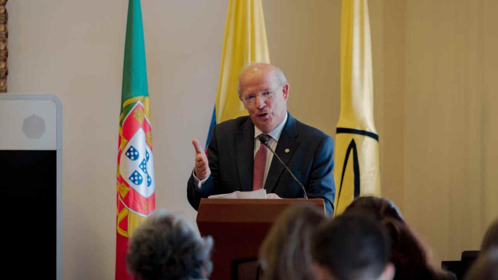 El ministro de Asuntos Exteriores de Portugal Augusto Santos Silva durante su charla 'La pluralidad de los sujetos'.