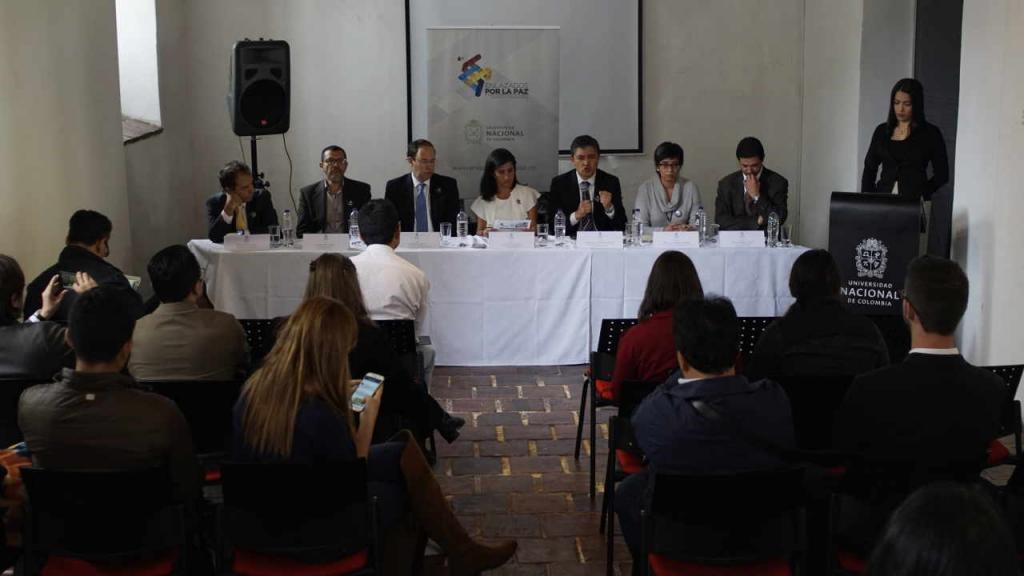 En el claustro de San Agustín, en Bogotá, representantes de las universidades explicaron qué eventos realizarán en el Summit de Paz.