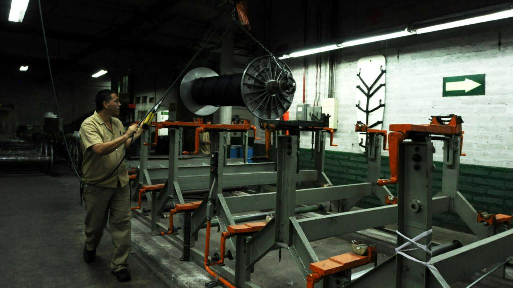 Operario en una planta industrial
