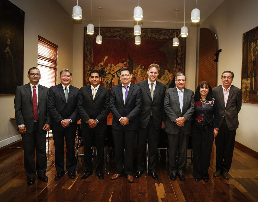 Retrato de rectores de las universidades de Los Andes, de Antioquia, del Valle y del Norte con delegados de instituciones holandesas.