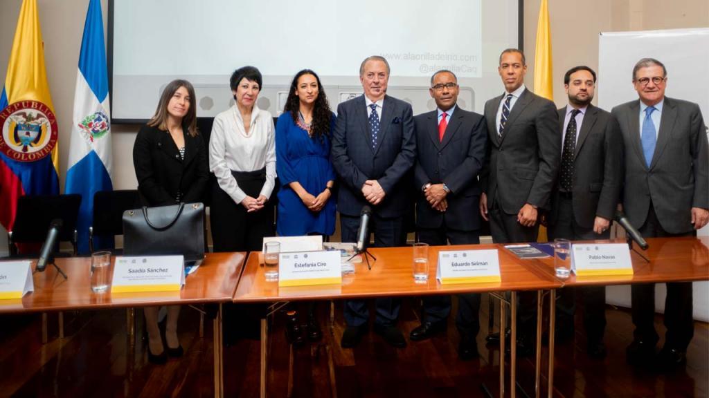 Imagen de Karen Cerón, Saadia Sánchez, Estefanía Ciro, Eduardo Selman, Ernesto Torres, Santiago Jara , Pablo Navas.
