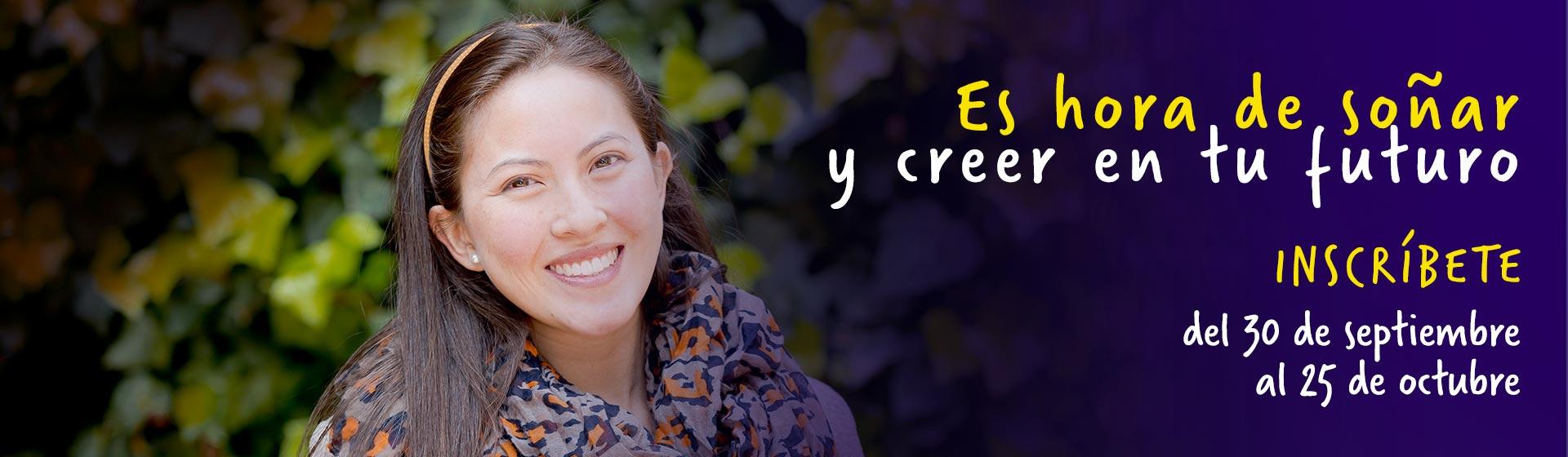 """Imagen de mujer sonriendo con letrero: """"Es hora de soñar y creer en tu futuro"""""""