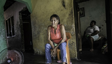 Mujer adulto mayor en condición de pobreza