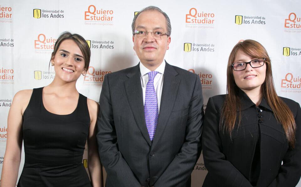 Ana María Corrales, Fernando Carrillo y Michelle Mora