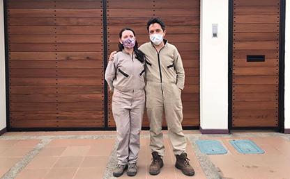 Anamaría Sandoval, egresada de la Maestría en Educación de Uniandes, con su socio Ramón Toquica.