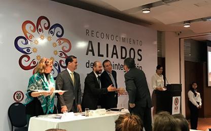 Entrega de premio de la Agencia Colombiana para la Reintegración a la Universidad de los Andes