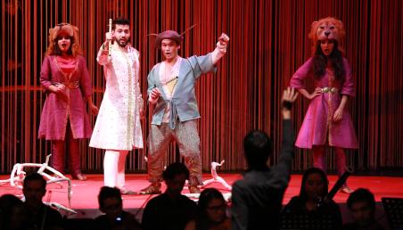 Imagen de la presentación de la ópera La Flauta Mágica en español, en el auditorio Mario Laserna de la Universidad de los Andes