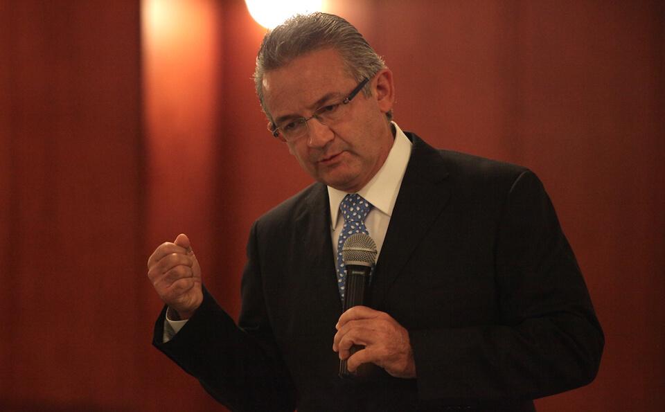 Andres Sarmiento decano facultad de medicina