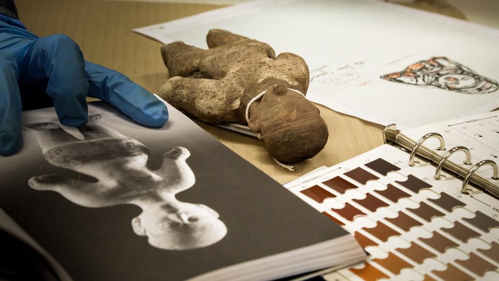 Imagen de práctica en el laboratorio realizando análisis estilístico.