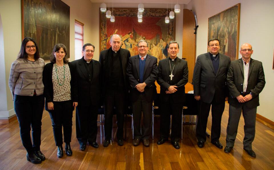 Directivas de Uniandes y de la Arquidiócesis de Bogotá en la Sala del Consejo de la Universidad de los Andes