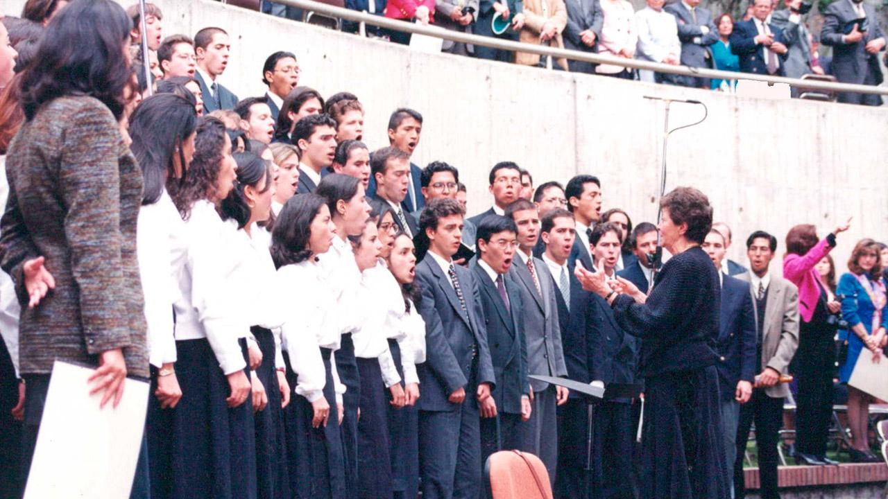 Coro de Los Andes en la Plazoleta Lleras.