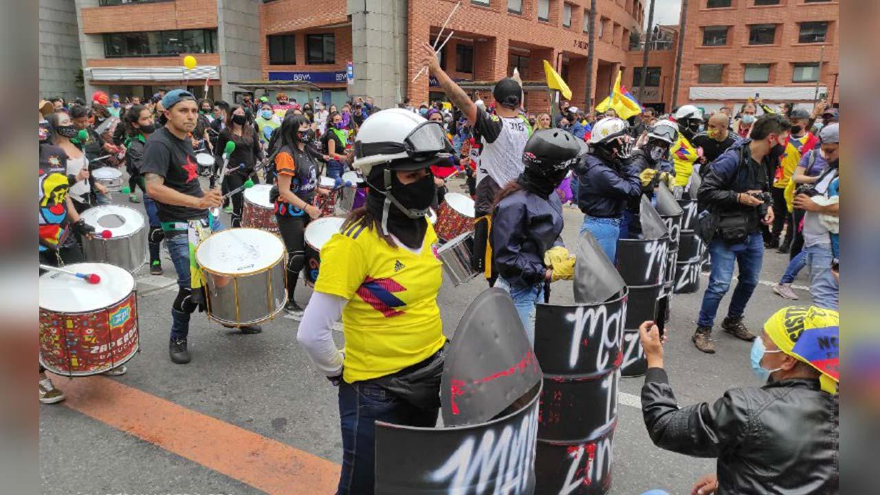 Foto de la primera línea en una marcha en Bogotá