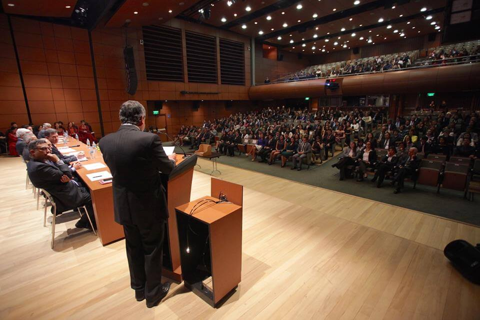 Foto Auditorio ceremonia grados medicina
