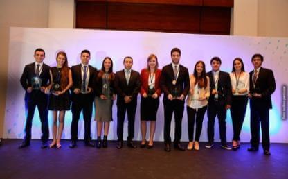Lorenza Velez, estudiante  Ingenieria Industrial y Michael Suarez y Jessica Rojas, Administracion de Empresas