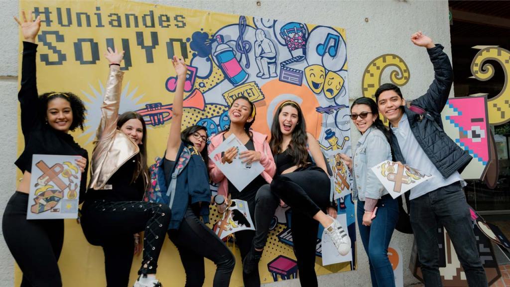 Foto de estudiantes en la bienvenida
