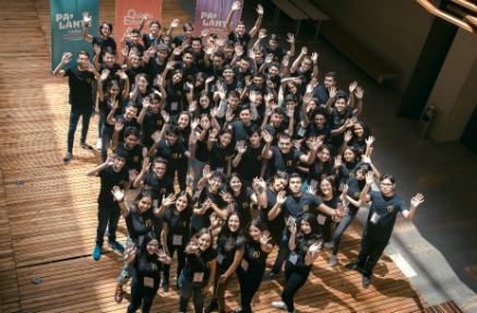 Grupo de estudiantes becarios de la Universidad de los Andes