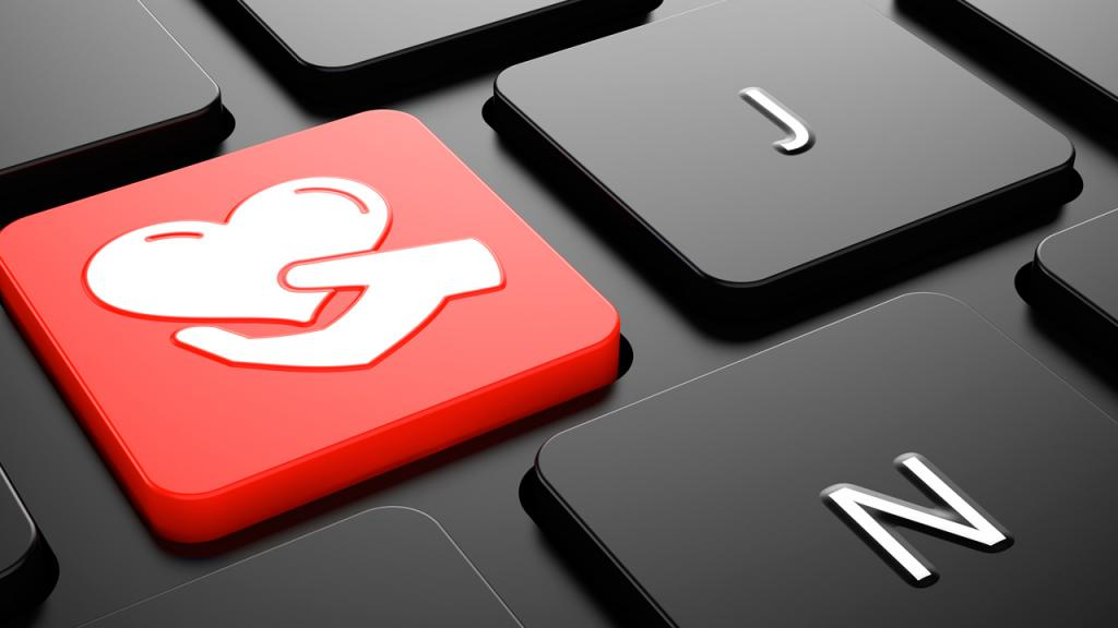 Teclado de computador con una tecla roja con un corazón