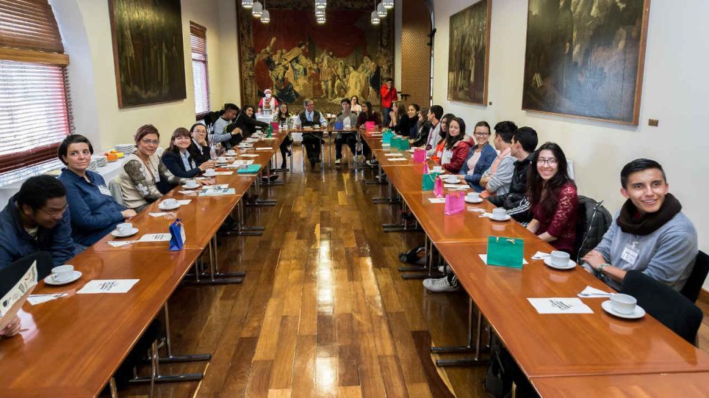 El calentado 'a la quiero estudiar' fue presentado ante el rector de la Universidad de los Andes Pablo Navas durante el primer Chocolate con el Rector.