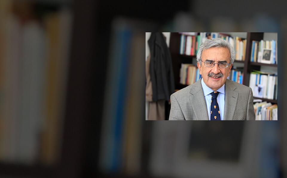Carlos Davila Ladron de Guevara