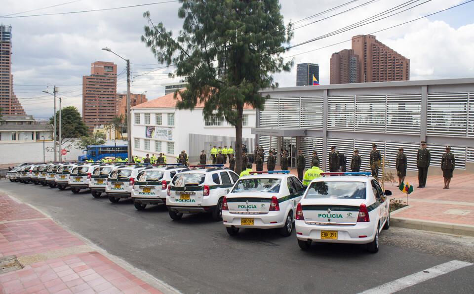 carros de la estación de policía la macarena
