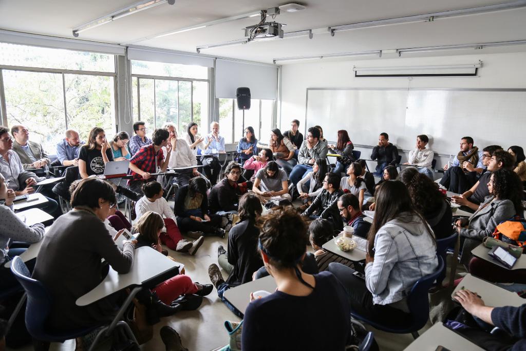 Foto de una clase sobre conflicto en Colombia