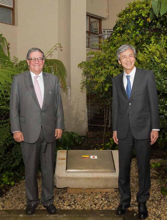 Rector Pablo Navas y Embajador del Japón en primera piedra Centro del Japón