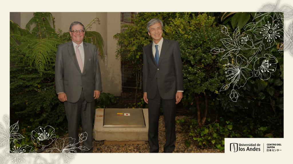 The vice-chancellor of the university Pablo Navas with Keiichiro Morishita, the Japanese ambassador in Colombia.